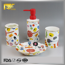 2015 new products china supplier white red ceramic bathroom accessory set