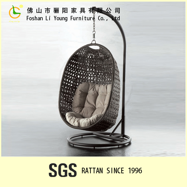 China sell like hot cakes rattan meshy pattern backrest hanging chairs for bedrooms , waterproof outdoor hanging egg chair