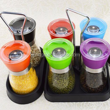 Spice bottles with grinder caps,salt and pepper grinder set,manual glass pepper grinder