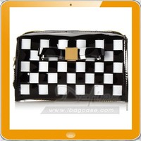 Old-fashioned glamour painting Woven zipper closure pattern cosmetic bag