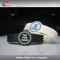 Factory Price Customized RFID /NFC Waterproof Passive 125kHz Hf UHF PVC/ABS/Silicone Rubber Wristband for Gym and Hospital