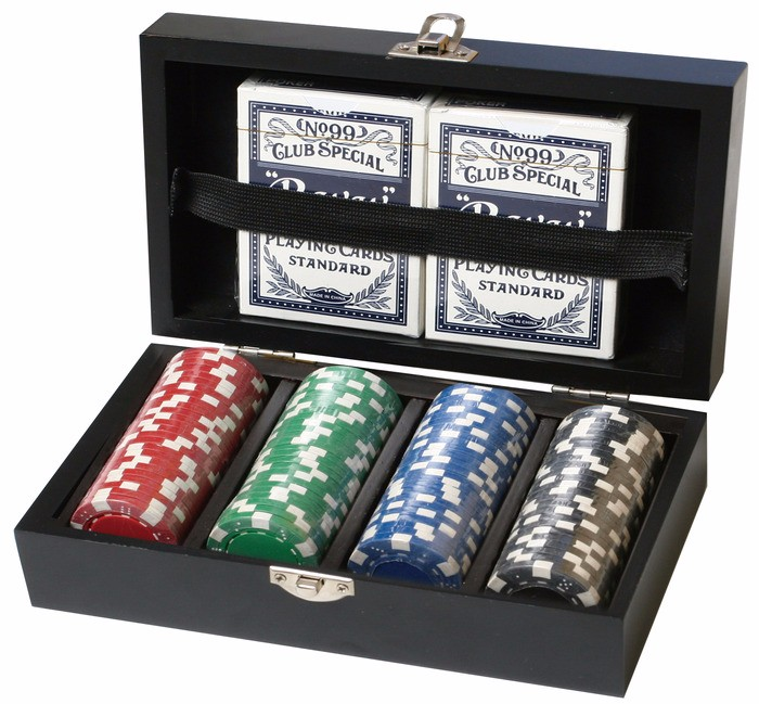 Small PU Box Poker Chip Set 5 Dices 2 Decks Playing Cards And 100pcs Chips