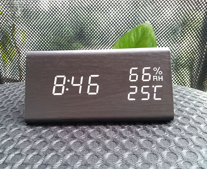 High quality Humidity temperature display triangle wooden table LED digital alarm clock
