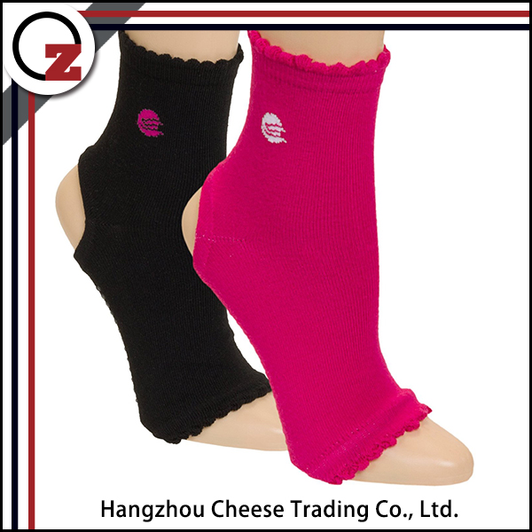 High quality womans decorative socks without heel for yoga