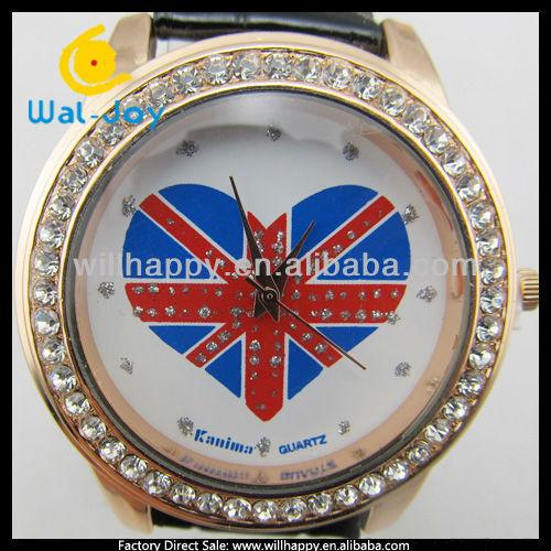 Наручные часы с Британским флагом на белом резном ремешке
