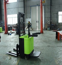 1 ton 1.5 ton 2 ton 1600mm-5500mm battery fork lift electric pallet stacker