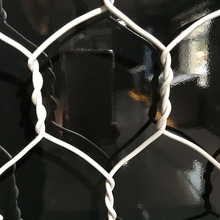High quality chicken duck rabbit gabion fence wire mesh / hexagonal iron wire netting for farming