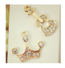 Wholesale metal zinc alloy rhinestone crown guita pendant <strong>charm</strong>