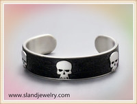 China fashion jewelry wholesale high quality leather inlay stainless steel skull bracelet
