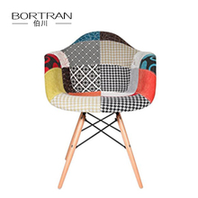 Extra Durable Wooden Transprint Metal Legs Mutilcolor Eiffel Chairs Plastic Fabric Side Chairs with Soft Padded Seat