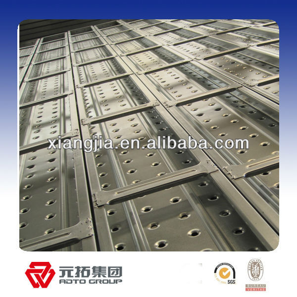 Construction scaffold toe board clamp