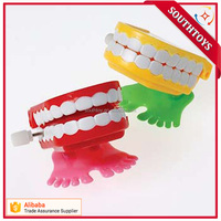 Wind up chattering fake teeth toy