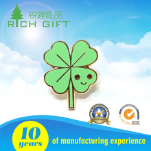 China manufacturer ireland lucky clover green enamel epoxy shamrock lapel pins for saint patrick's day