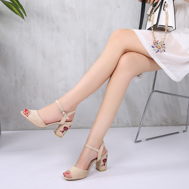 DL10080B 2017 new design women open toe buckle strap sandals ladies embroidered high heel sandals