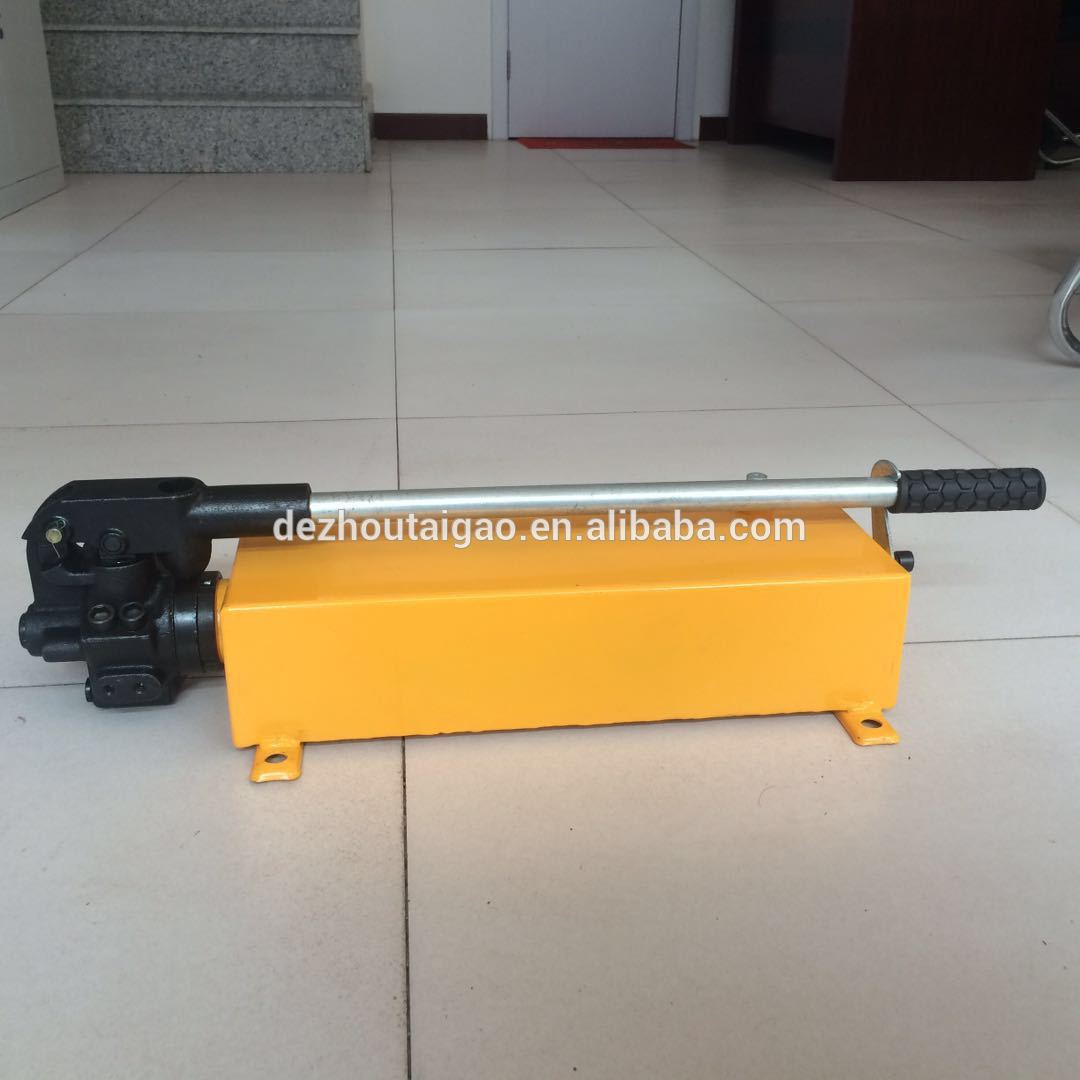 Hot pin low pressure portable manual hydraulic pump