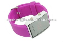 2012 new arrived and colorful silicone led light up watches