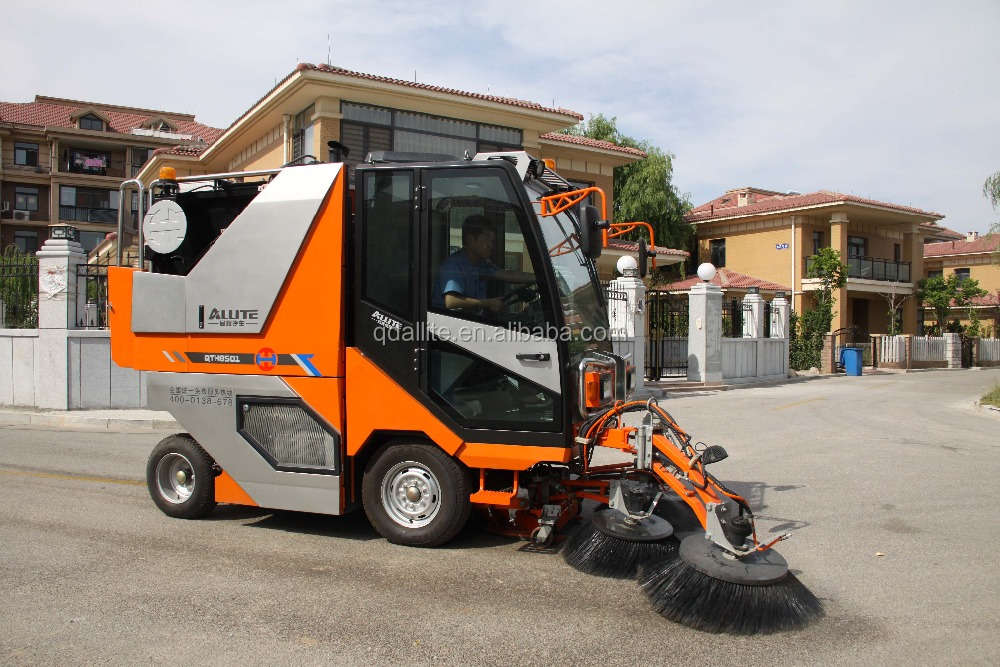 Road sweeping machine suitable for residential district