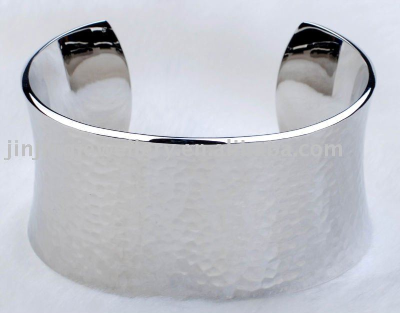 charm stainless steel open bangle with mirror polishing