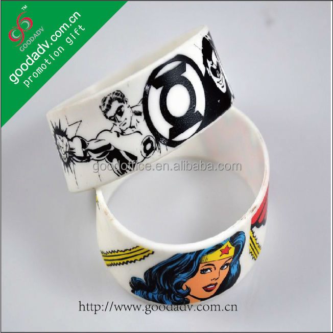 New arrival gifts cheaper price debossed silicone bands