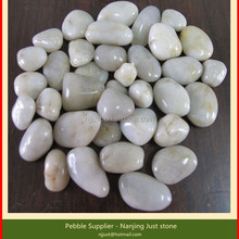 Polished white pebble natural stone for gardening and landscaping