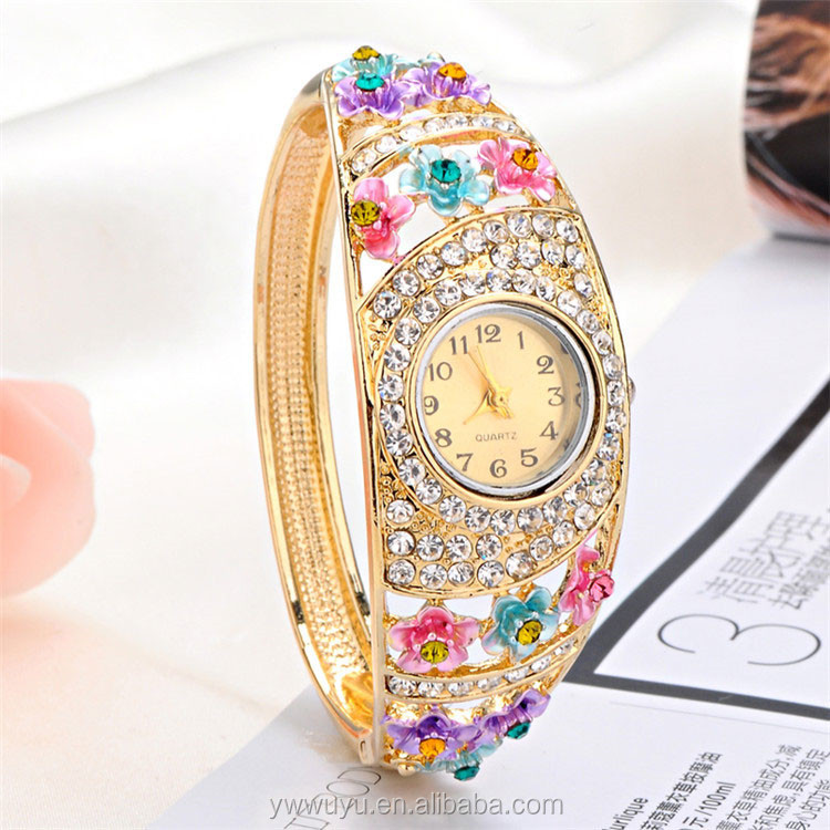 Round Skeleton Gold Bangle Quartz Luxury Lady Watch Water Resistant