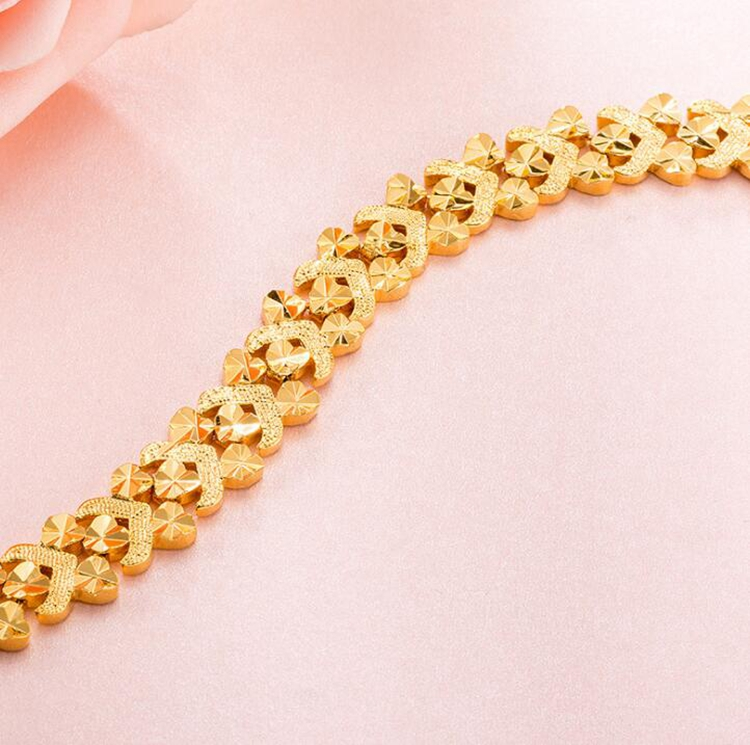 Luxury Women Heart Shape Hollow 18K Gold Plating Copper Bracelet Wholesale In Stock