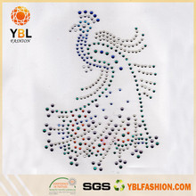 Wholesale Beautiful Low Lead Iron on motif rhinestone transfer peacock for garments
