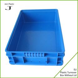 Storage and transporting tote box with hinged lid