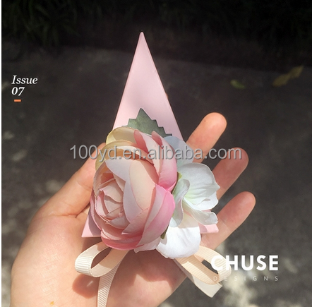 2016 the newest Europe design pink flower candy cake triangle <strong>box</strong> with ribbon