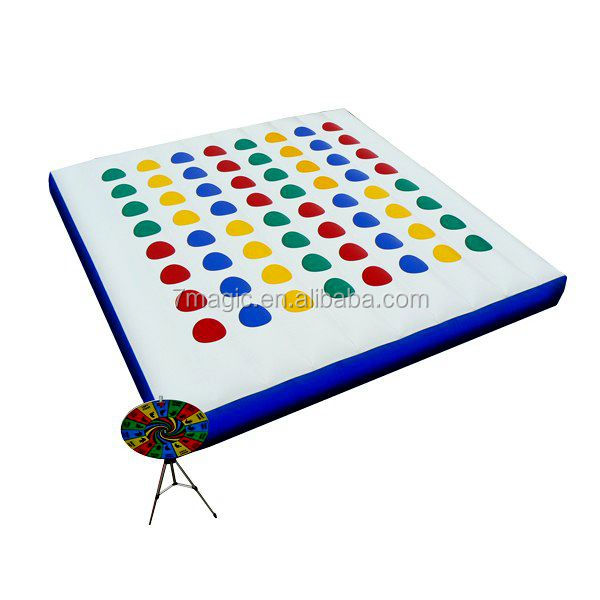 Inflatable twister mat balance game for amusement park