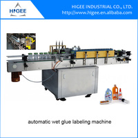 Automatic wet glue type paper labelling machine for flat bottles