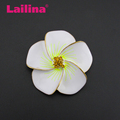New Becautiful flower brooch pin with rhinestone for decoration