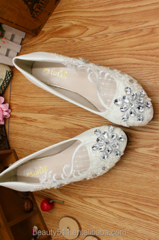 Lace is low with bridesmaid dresses and a comfortable hand-made white wedding shoes WS034