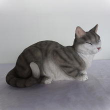 Double color sitting and face upward cat statue