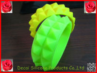 202*25*10mm with 2 layers Pyramid silicone rubber cute bands make wristbands,silicone wristbands bands, bracelet acrylic factory