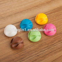 Wholesale china dollar store promotion gifts 2 slots rubber hooks for hanging cables