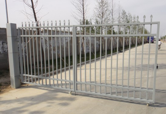 2017 hottest cheap wrought metal fence small iron gate fence