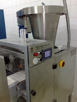 Automatic compact dough divider