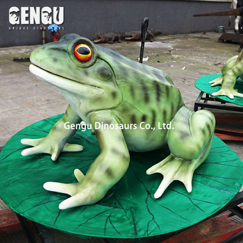 Children zoo garden outdoor frog statue