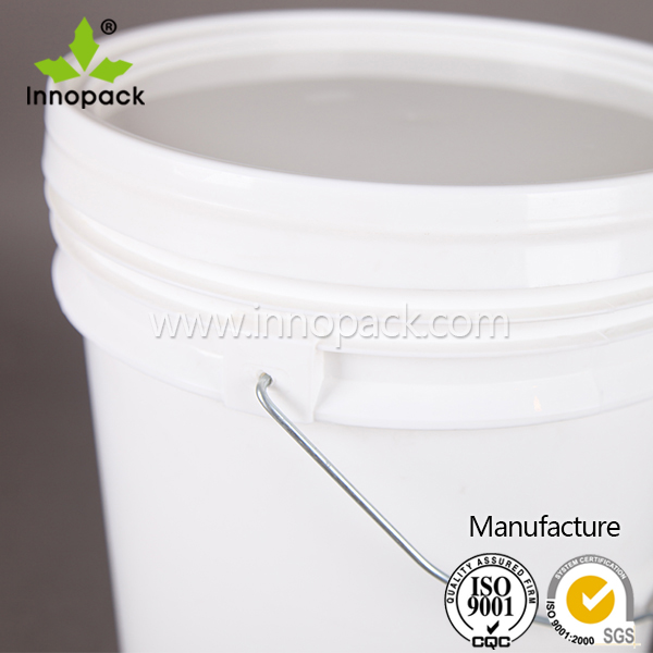 5 gallon plastic paint bucket with screw lid and handle