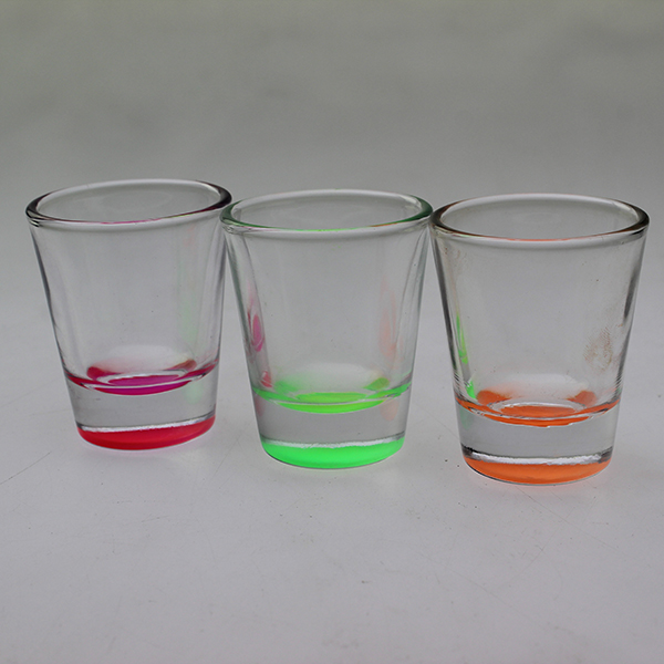 2017 products spray colored bottom mini cool imprinted shot glasses