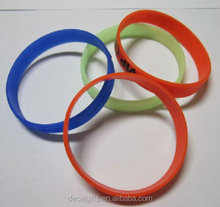 super thin 100% eco-friendly silk screen printing silicone wristband from China
