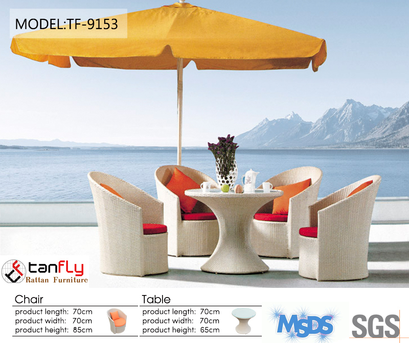 Fashion Restaurant Dining Table And Chiars With Cushion