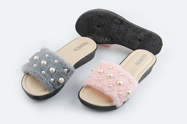 2019 Chinese factory wholesale  new design promotion new design hot sales fur pearl  women plush  PVC slippers with heel