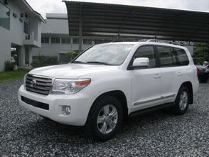 TOYOTA LAND CRUISER LC200 4.5L TURBO DIESEL AT LHD