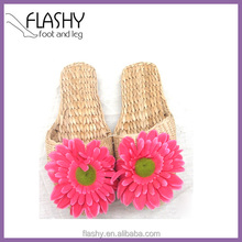 Wholesale handwoven grass slippers beach shoes house shoes woman's slippers