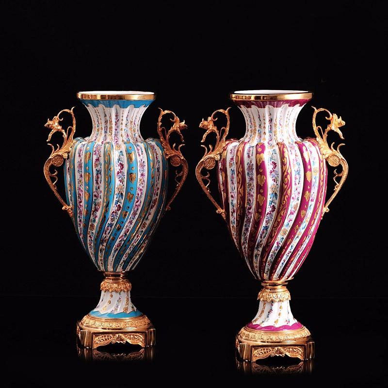 Estilo chinês decoração cerâmica vaso azul e branco com teste padrão de flor vermelho