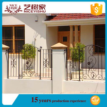 Beautiful ornamental exterior artistic cheap cast iron fen / European used laser modern aluminum fencing for villas homes garden
