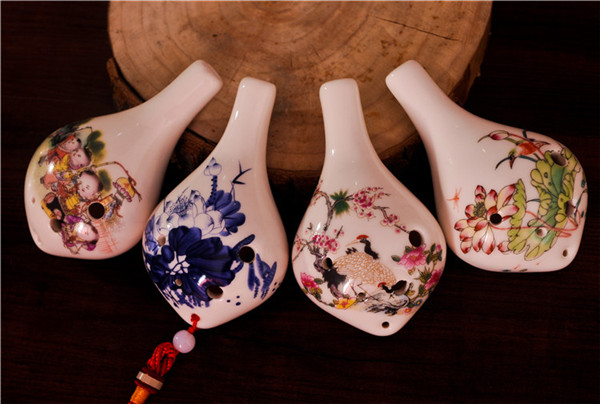 6 holes of ocarina with hand drawing flower pictures on the surface