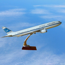 B777 Boeing Scale Plane Model, 49cm, Kuwait Airways, ISO9001, Excellent quality, OEM, Airlines SouvenirBusiness Gift, Decoration